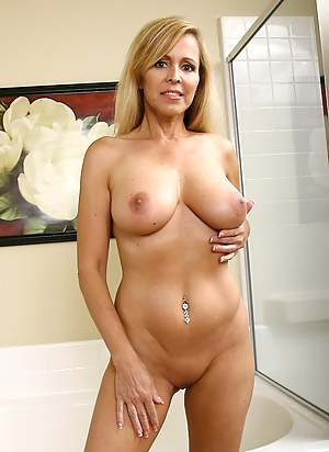 Perfect nude milf
